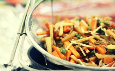 El uso de la salsa de soja en platos con pollo